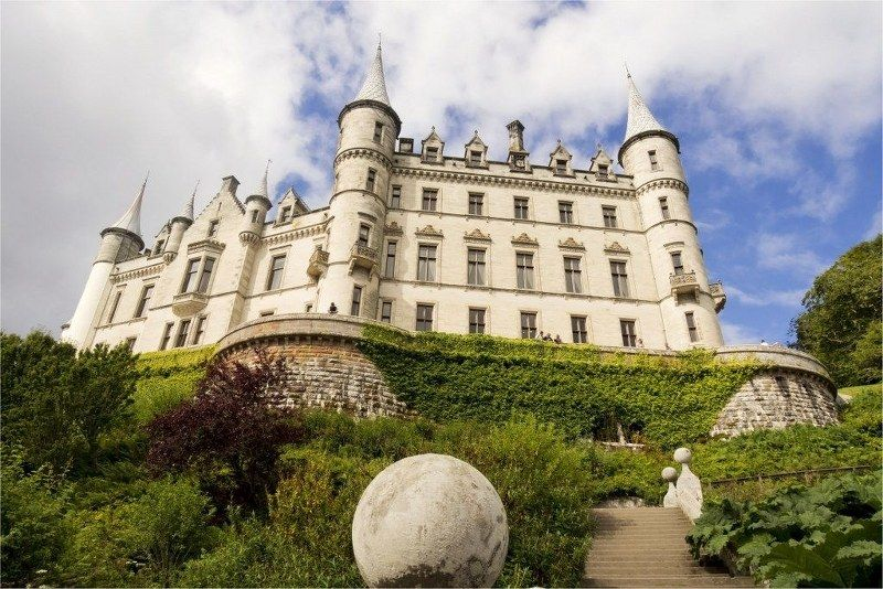 10_historic_places_to_stay_in_the_UK-Dunrobin_Castle_1024x683_800x534