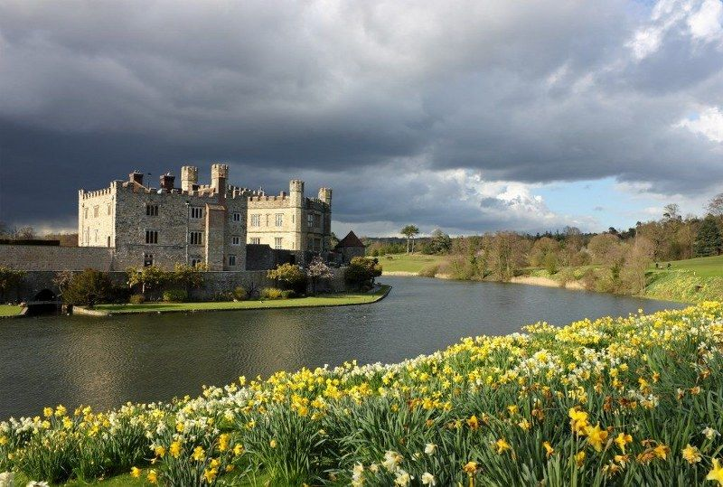 10_historic_places_to_stay_in_the_UK-Leeds_Castle_1024x690_800x539
